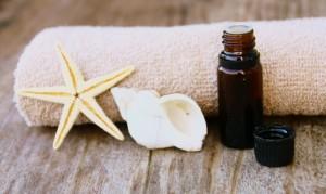 huiles essentielles bio,flacon,cannelle,et serviette
